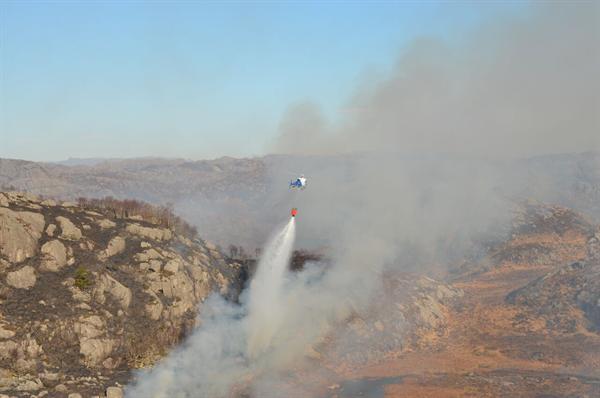 Helicopter lasteflyging brann