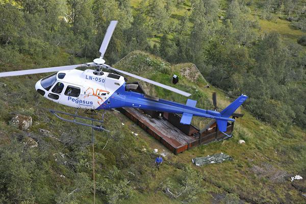 Helicopter lasteflyging hytte